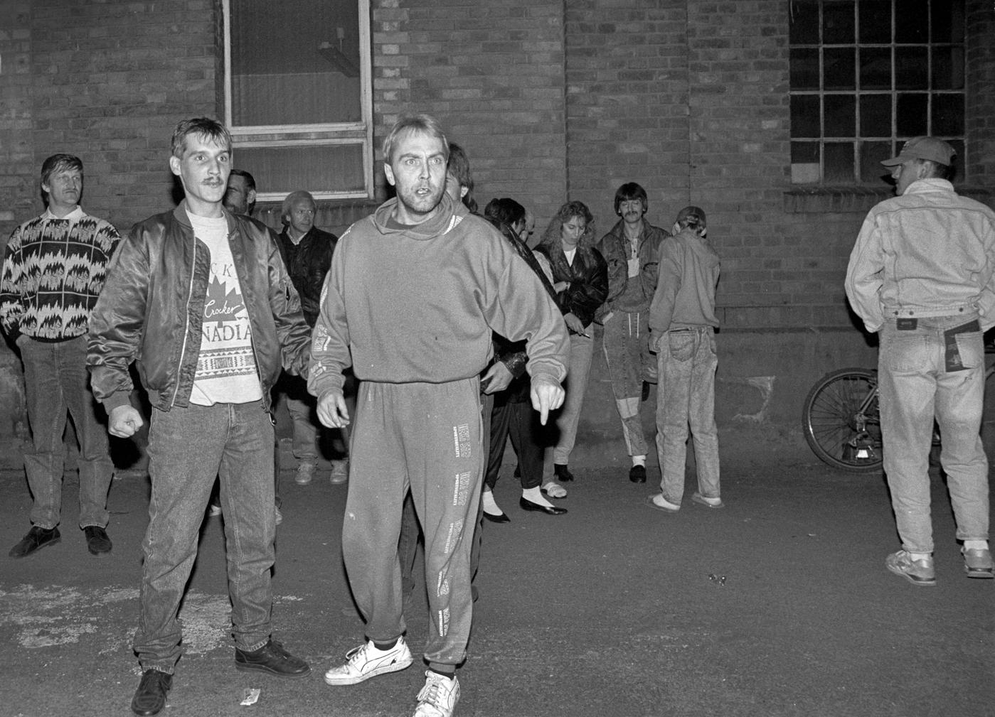 Schläger bauen sich auf gegen Asylbewerber in Quedlinburg, 1992