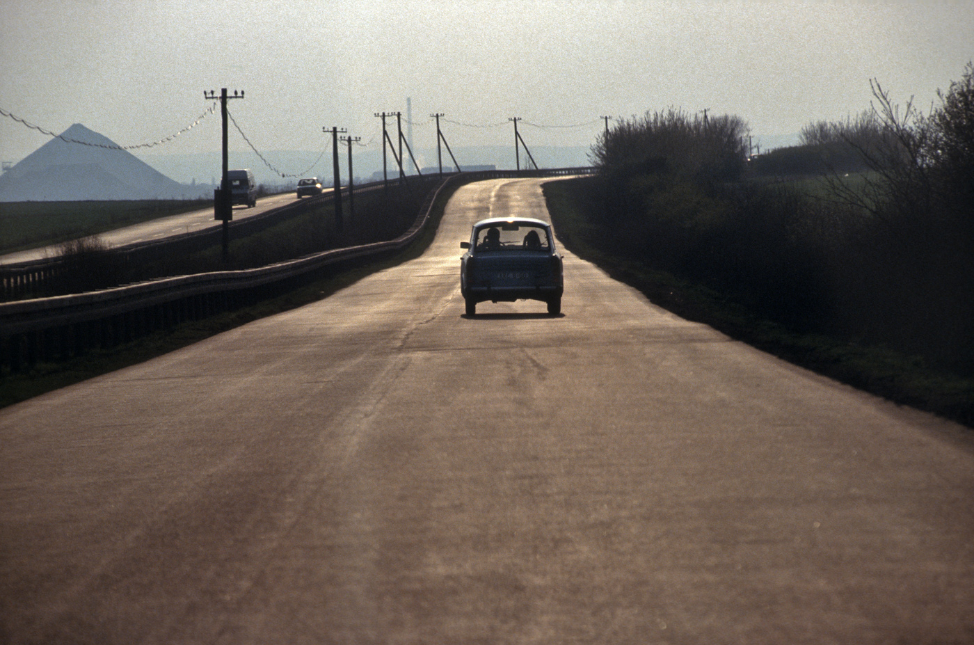 Abraumhalden und Autobahn in Thüringen