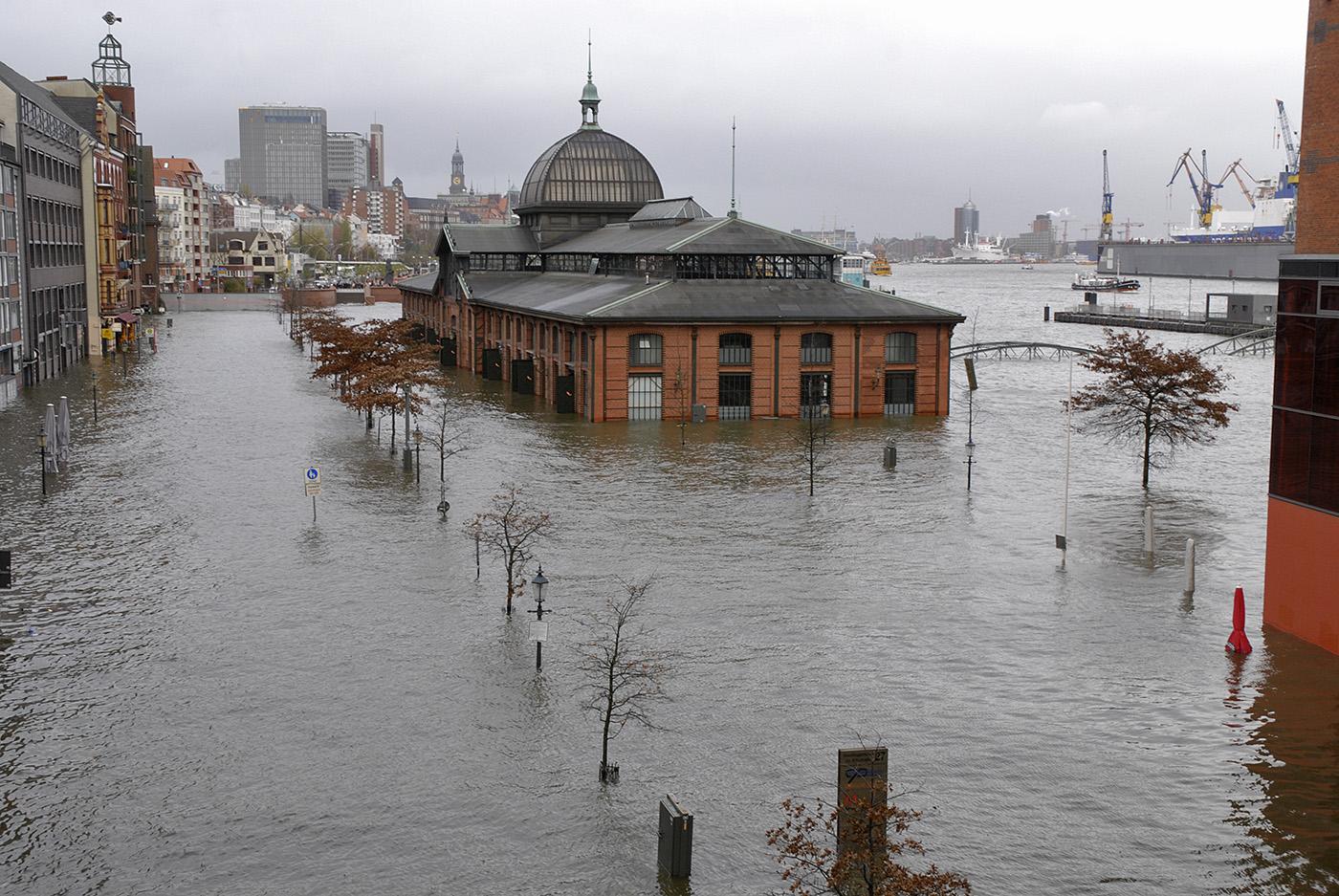 Altona Fischmarkt bei Hochwasser