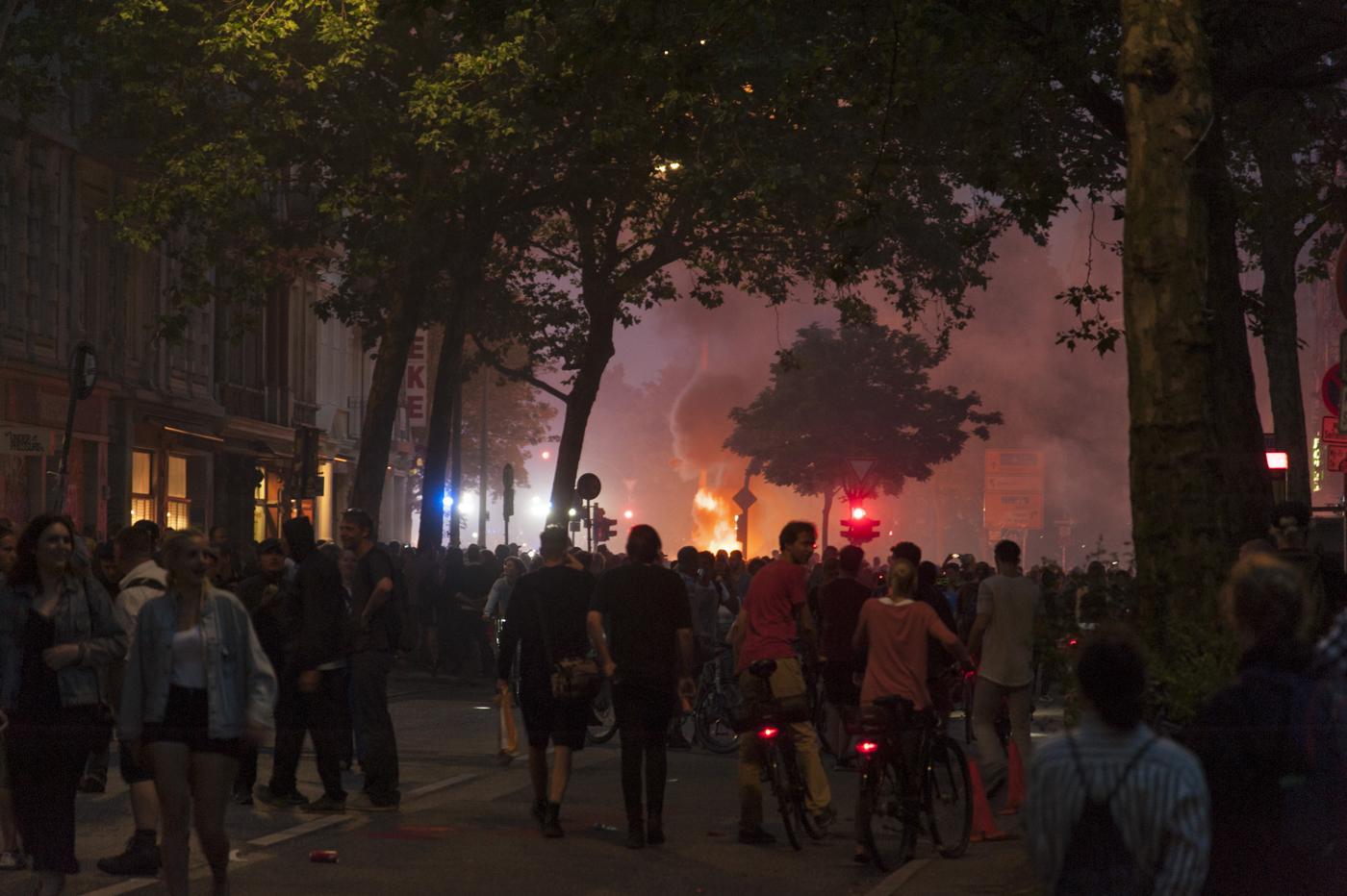 G20-Tage in Hamburg, 7.7.17. Es brennt am Schulterblatt