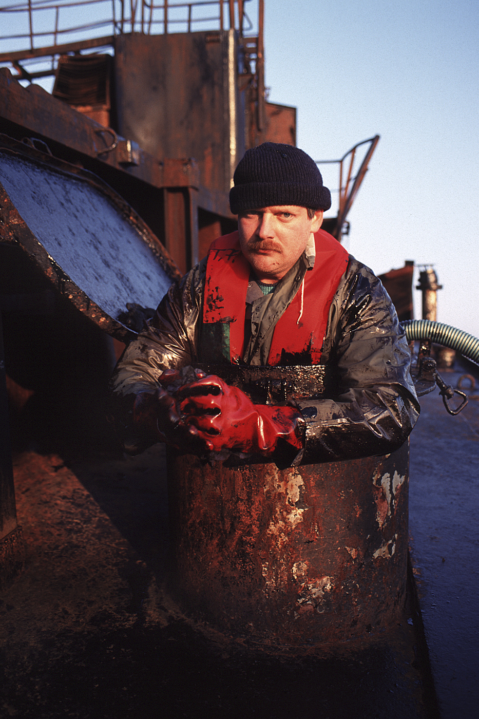 Ölexperte auf dem Havaristen Pallas, vor Amrum
