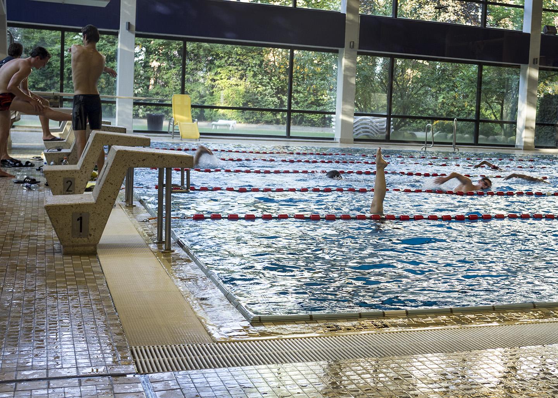 St. Pauli Bad mit Synchronschwimmerin
